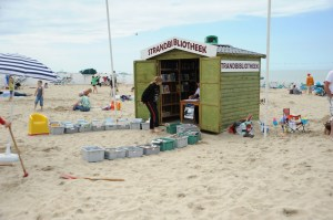 biblioteca na praia2