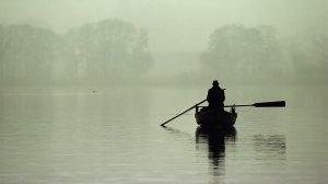barco e nevoeiro